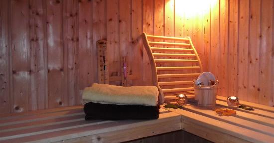 sauna f r zuhause munter und gesund. Black Bedroom Furniture Sets. Home Design Ideas